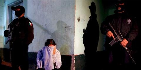 Dans le cadre d'une enquête menée avec 100 femmes détenues dans des prisons fédérales, toutes ont déclaré avoir subi une forme de violence sexuelle ou psychologique 72 ont déclaré avoir subi une agression sexuelle durant leur arrestation ou et 33 ont déclaré avoir été violées. © REUTERS