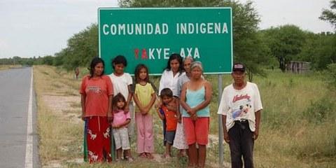 Plus de 90 familles Yakyes Axas retrouvent enfin leurs terres ancestrales après 10 années de campement précaire près des routes. © AI