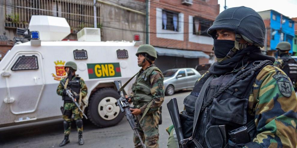Le 12 février 2014, les dirigeants politiques et étudiants étaient appelés à marcher dans 38 villes du pays pour manifester contre le gouvernement. Les affrontements entre anti- et pro-gouvernement ont fait 43 morts. © Federico Parra/AFP/Getty Images