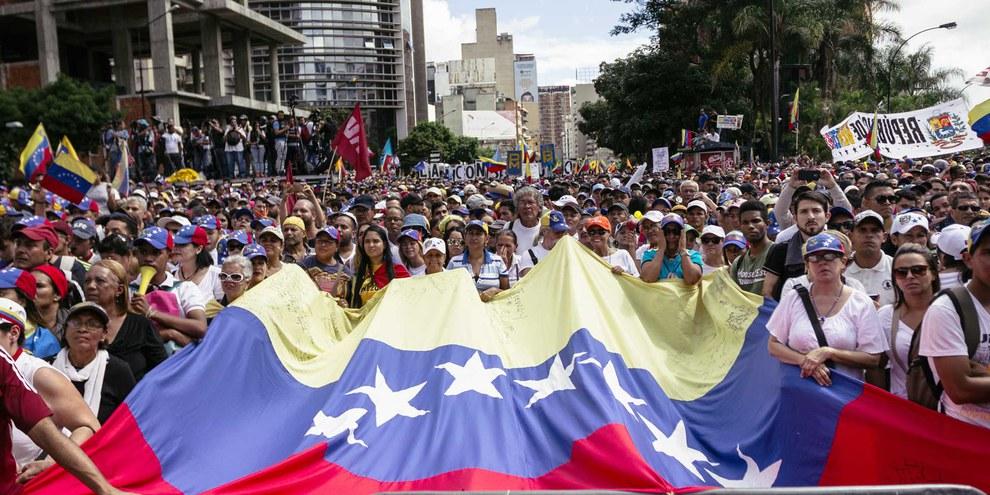 Marche de protestation des partisans de l'opposition à Caracas en janvier 2019. ©Regulo Gomez / shutterstock.com