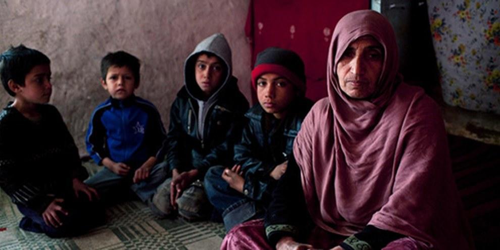 Les civils, et surtout les femmes, sont les premières victimes du conflit afghan. © UNHCR / J. Tanner