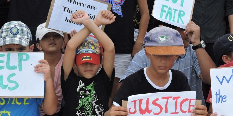 Des enfants réfugiés protestant contre les conditions de vie à Nauru. © DR