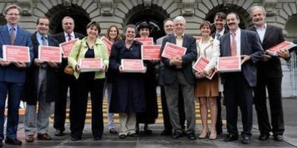Les parlementaires fédéraux vont envoyer les cartons de signatures directement en Chine. © Adrian Moser