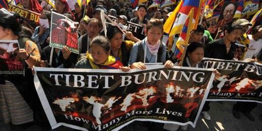 Des Tibétains protestent en Inde contre la répression chinoise des droits humains. © Gerardo Anguilli / Demotix