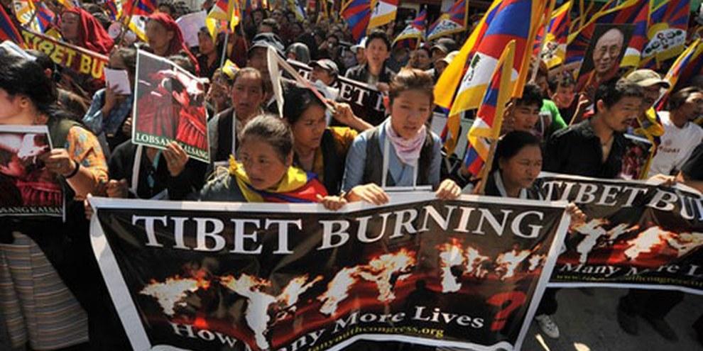 Manifestation à Dharamsala en Inde à la fin de l'année 2011 contre la violente répression chinoise envers les Tibétains. © Gerardo Angiulli / Demotix