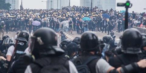 Près de 7 mois après le début du mouvement, la motivation des militantes et militants pro-démocratie ne faiblit pas, malgré les violences policières. ©Jimmy Lam @everydayaphoto