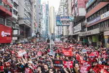 Militants pro-démocratie arrêtés lors d'une offensive contre la liberté d'expression