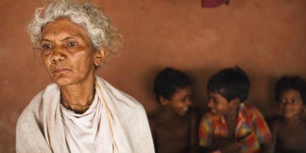 Cette famille indigène, à l'image de nombreuses autres, risquait l'expulsion de ses terres si le projet de mine de bauxite avait reçu l'aval du gouvernement indien. © Sanjit Das