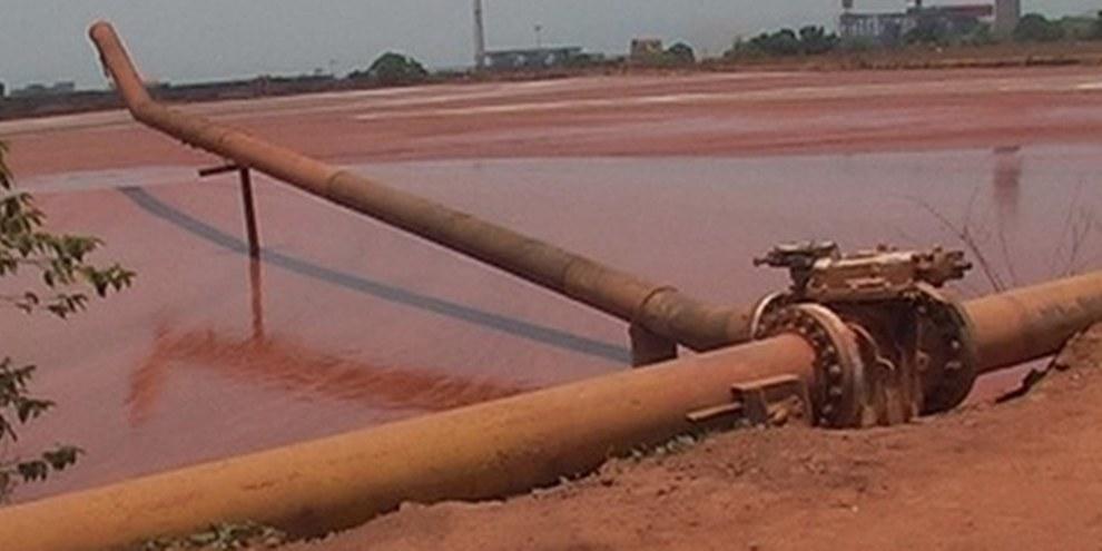 Le bassin de boues rouges de Vedanta à Lanjigarh, Orissa, en Inde le 23 mai 2011 - après deux fuites le 5 avril et le 16 mai 2011. © AI