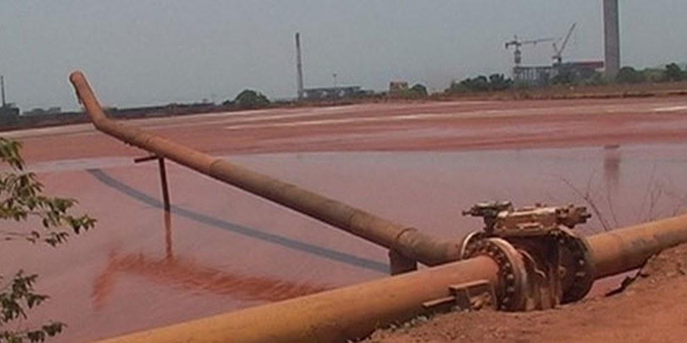 Les bassins de la raffinerie Vedanta ont subi plusieurs fuites toxiques en 2011. © AI.