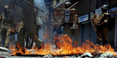 La police a fait usage d'une force excessive contre les manifestants. © Owaiszargar / Demotix Images