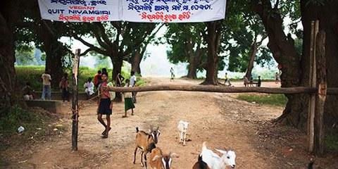 Dongria Kondh bloquent le passage aux véhicules de Vedanta. © Sanjit Das
