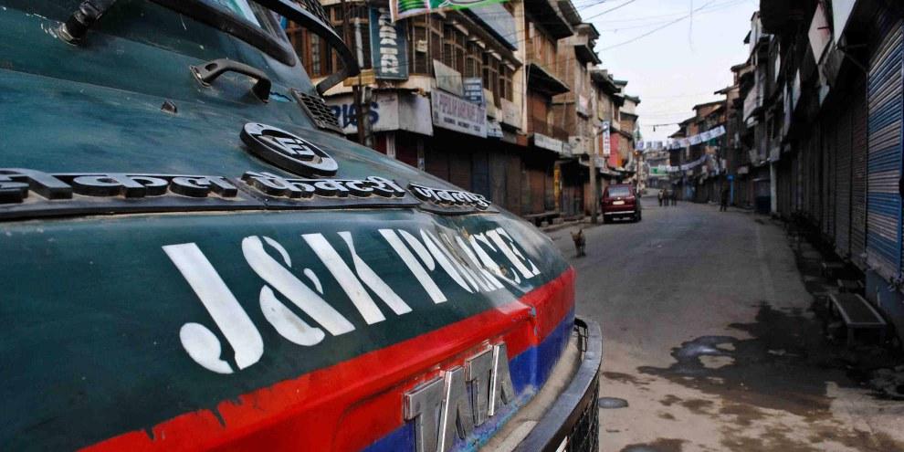 Depuis plus d'un mois, l'Inde a interrompu  tous les canaux de télécommunications (réseaux mobiles, internet, haut débit et lignes terrestres) au Cachemire, une région déjà entâchée par de fréquentes violantions des droits humains. ©Demotix