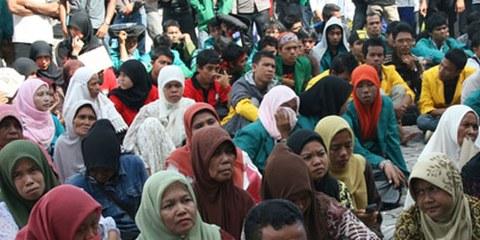 Manifestation des victimes des conflits devant le gouvernement, en 2010. © Koalisi NGO HAM Aceh