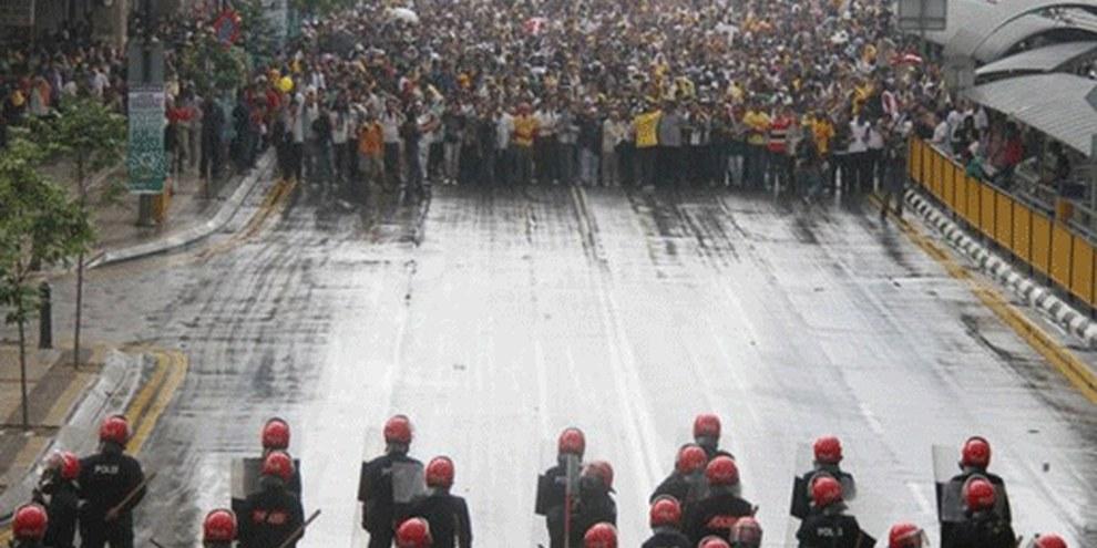 Les manifestants sont accueillis avec violence par les forces de sécurité. © Mohd Fazrul Hasnor/Demotix