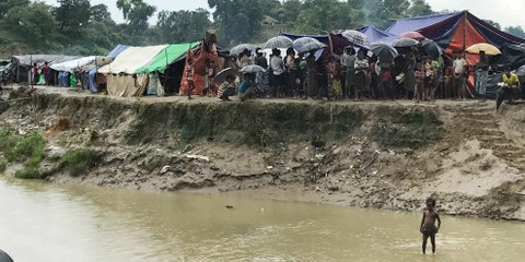 Un camp de fortune Rohingya établi dans la zone tampon à la frontière entre le Bangladesh et le Myanmar © 2017 Amnesty