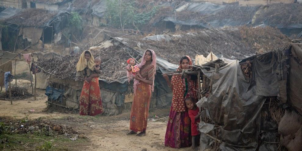 Des milliers de personnes, des Rohingyas pour la plupart, seraient bloquées dans les montagnes du nord de l'État d'Arakan, où l'ONU et les ONG internationales ne peuvent pas évaluer leurs besoins ni leur fournir un abri, de la nourriture et une protection.© UNHCR / S. Kritsanavarin