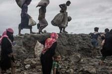 Des bases militaires à l'emplacement de villages rohingyas incendiés