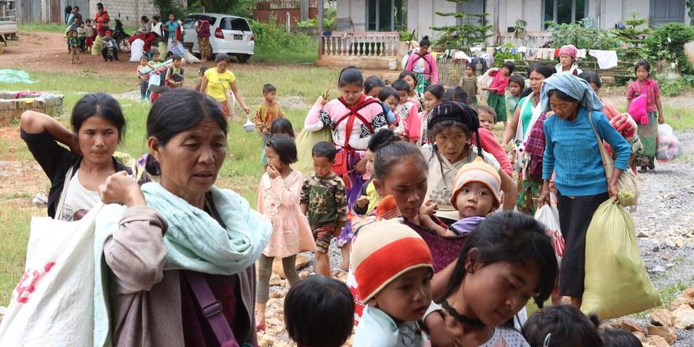 Femmes et enfants des villages de la communauté de Kutkai qui ont été évacués vers un monastère le 25 août 2019. ©Nay Lin.jpeg