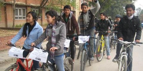 La plupart des jeunes népalais sont inhibés par des tabous culturels. © AI
