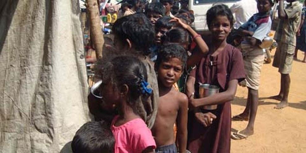 Les combats au Sri Lanka ont entraîné le déplacement de centaines de milliers de personnes. © DR