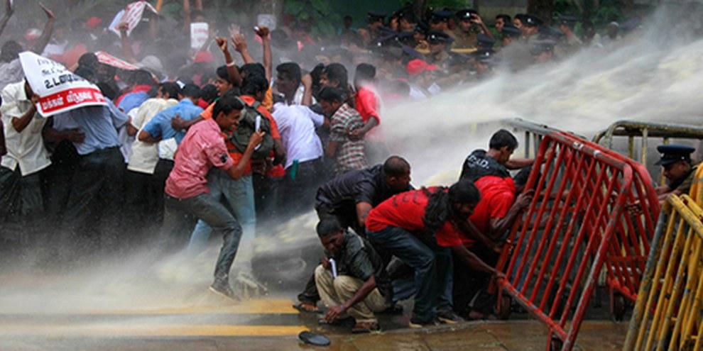 Le gouvernement sri lankais a l'habitude de faire taire les voix discordantes. © AP Photo/Eranga Jayawardena