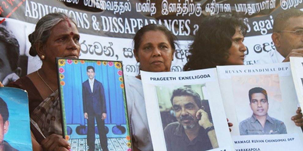 En 2012, des familles ont protesté contre les disparitions forcées à Colombo. © Vikalpasl