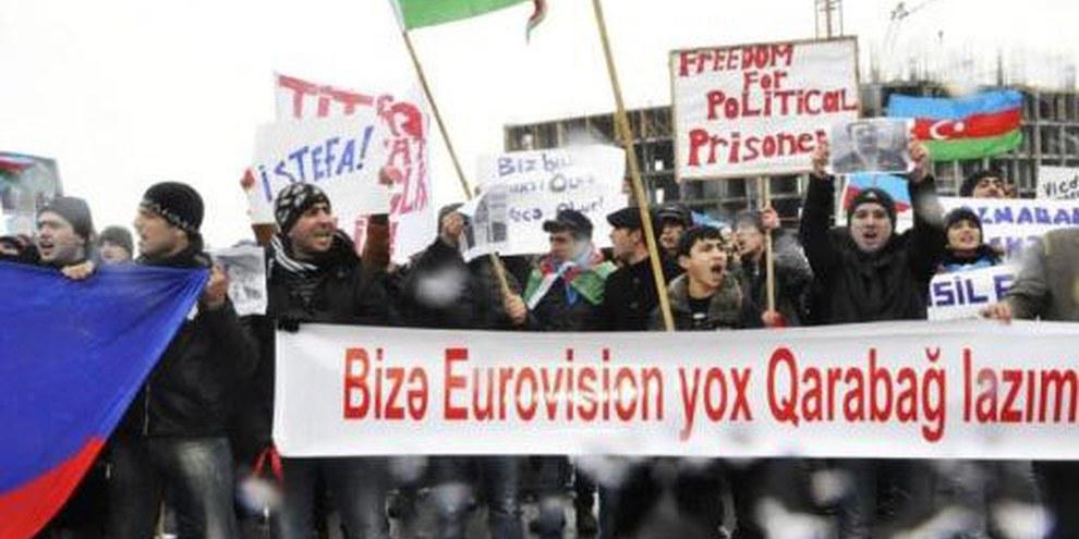 Des jeunes manifestant à Bakou, mars 2012. © IFRS