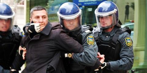 Les manifestations anti-gouvernement sont brutalement réprimées. © IRFS