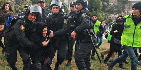 L'activisme, en ligne comme dans les rues, est violemment réprimé. © AI/Aziz Karimov/Demotix