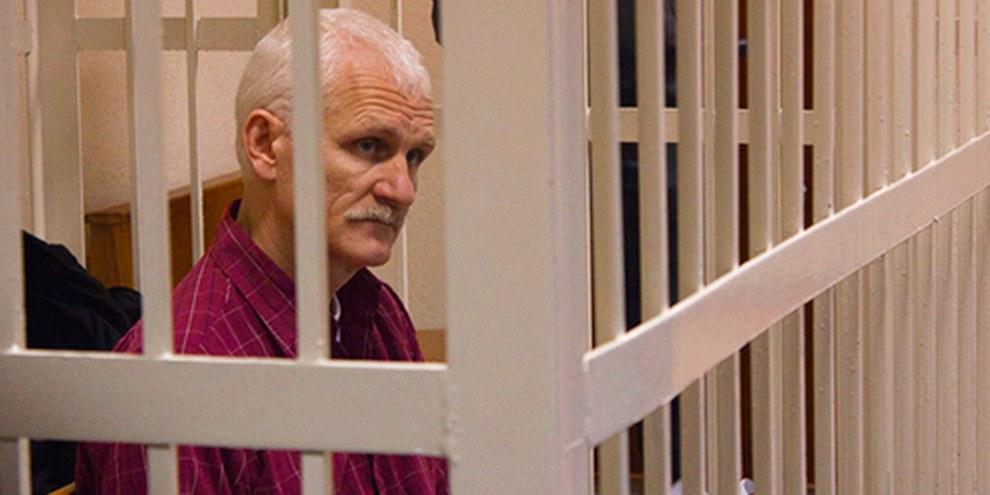Ales Bialiatski lors de son procès en 2011. © Belarusian News Photos / Anton Suryapin