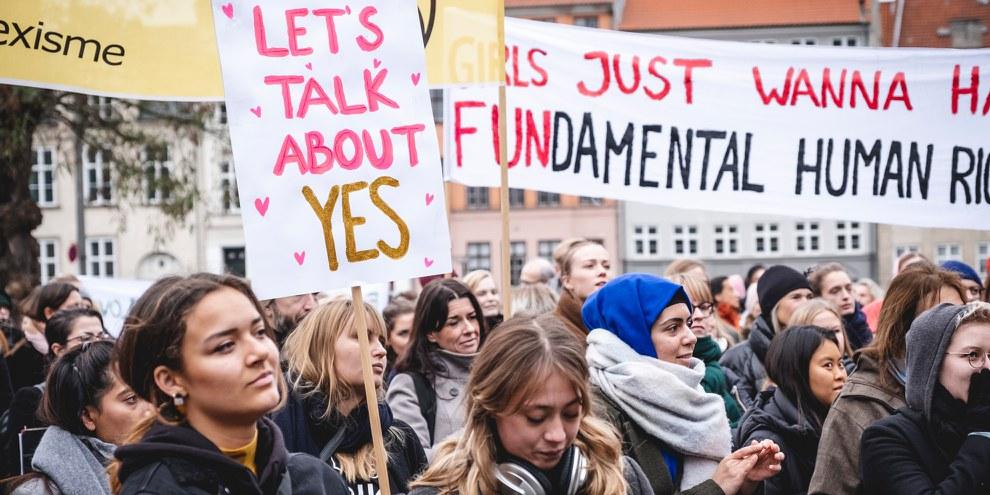 Victoire pour les Danoises et Danois, qui demandent depuis 2018 une nouvelle définition du viol dans le code pénal. ©Jonas Persson