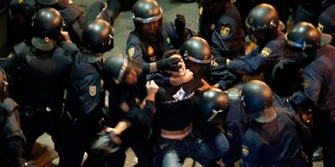 À Madrid, par exemple, de nombreux manifestants ont été confronté à la violence de la police antiémeute. © REUTERS/Sergio Perez