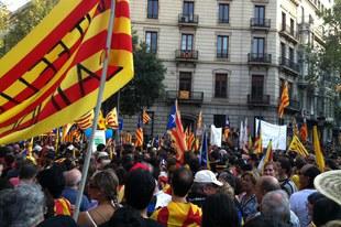 Les autorités doivent apaiser les tensions et garantir le droit de rassemblement public