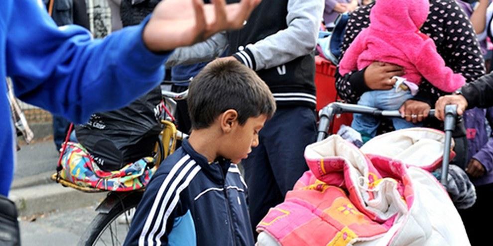 Des Roms, dont des femmes et des enfants, ont été expulsés du camp de Bobigny en août 2013. © DR