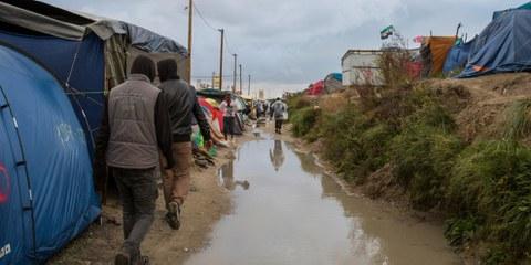 Alors que la «Jungle» de Calais a été démantelée en 2016, plus d'un millier de personnes vit encore dans cette zone précaire. © Richard Burton