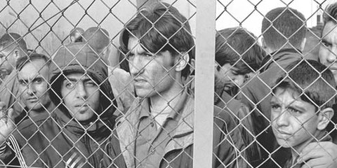 Les requérants d'asile sont maintenus en détention, souvent dans des conditions inadmissible. © Georgios Giannopoulos