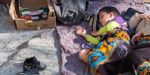 Des milliers de personnes vulnérables arrivent après de dangereux périples sur les îles grecques de la mer Egée, les structures d'accueil sont précaires et surpeuplées. Ici, un enfant sur l'île de Lesvos. © Michael S Honegger