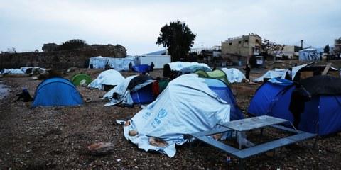 Des tentes où vivent les réfugiés sur l'îles de Chios en novembre 2016.© Giorgos Moutafis/Amnesty International