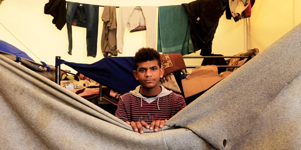 Ahmed, 20 ans, étudiait l'ingénierie mécanique au Yémen et espère de tout son coeur pouvoir reprendre ses études. © Giorgos Moutafis/Amnesty International