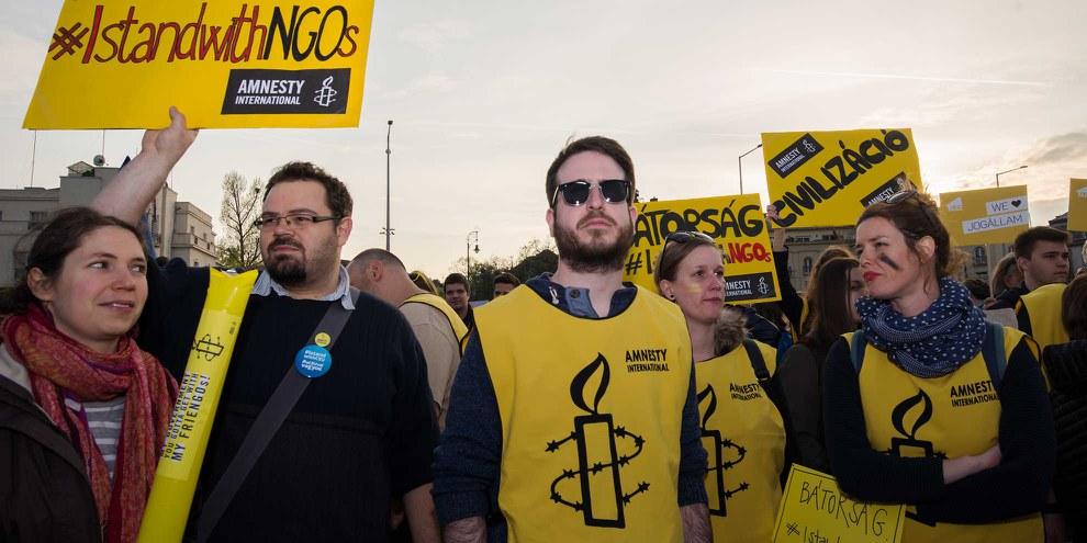 Amnesty Hongrie a aussi participé aux manifestations contre la nouvelle loi sur les ONG. © Szabolcs Csaszar