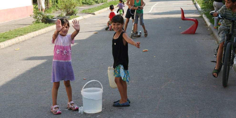 Les Roms sont exposés à de multiples formes de discrimination au quotidien, qui ont une incidence sur la scolarité des enfants et l'emploi des adultes. © Amnesty International / David Gaspar