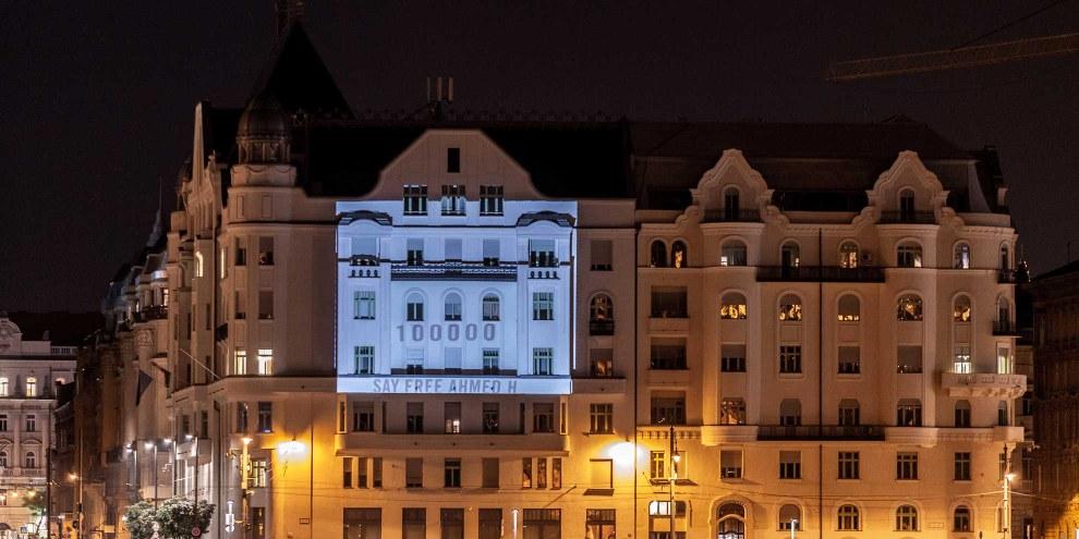Projection sur le Ministère de la Justice à Budapest, Hongrie 18/09/2018 en combinaison avec la remise d'une pétition signée par 100'000 personnes demandant la libération d'Ahmed H avant son audience en appel le 20/09. © Martin Jani