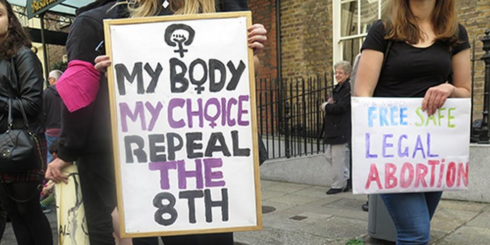 De nombreuses femmes d'Irlande du Nord doivent  se rendre en Angleterre pour interrompre leur grossesse. © Amnesty International