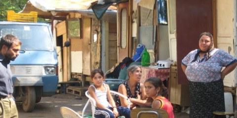 Des Roms roumains dans le camp Centocelle, à Rome. Un projet immobilier controversé a déjà conduit à l'expulsion forcée de centaines de Roms. © AI