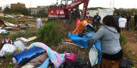 Des familles entières ont été victimes d'expulsions forcées en septembre 2013, à Via Salvati (Rome). © AI