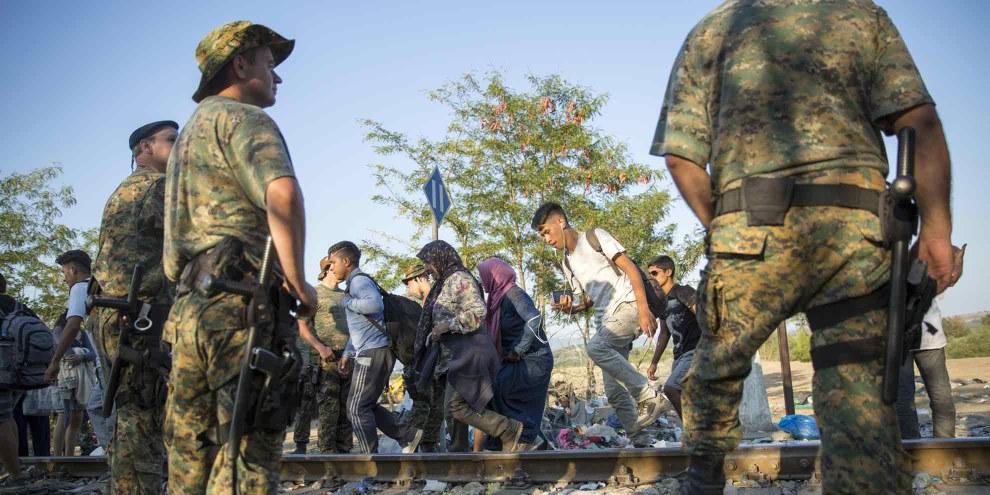 La police macédonienne a utilisé des balles en caoutchouc et des grenades assourdissantes contre les réfugiés et les migrants empêchés d'entrer dans le pays. © Amnesty International /Richard Burton)