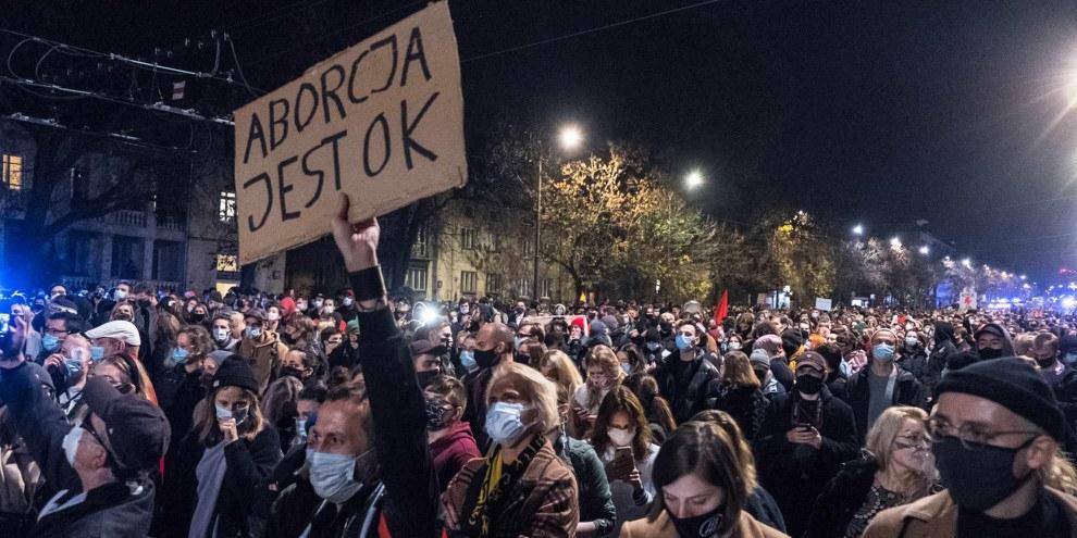 Manifestation suite à la décision de la justice polonaise de restreindre l'accès à l'avortement. © Grzegorz Żukowski