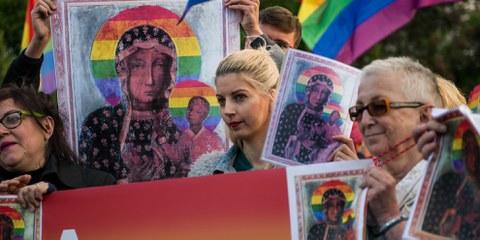 Des manifestantes avec leurs pancartes de la Vierge Marie lors d'une manifestation à Varsovie. © 2019 SOPA Images