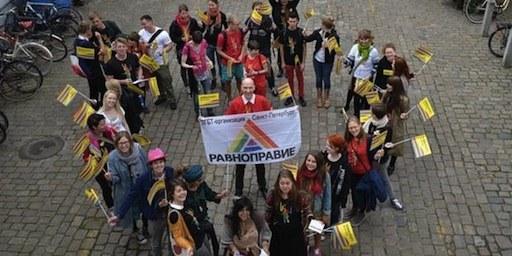 LGBT activist L'activiste LGBT Yuri Gavrikov de l'ONG Ravnopravie a participé à une marche à Arhus, Danemark, en juin 2012, en solidarité avec la Marche des fiertés de  Saint-Pétersbourg. © AI Denmark